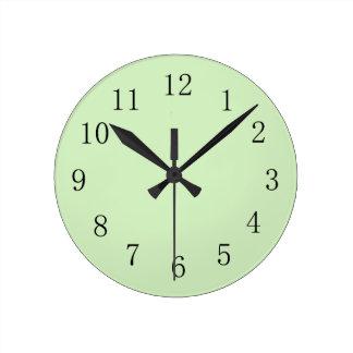 Reloj de pared pálido del verde del té