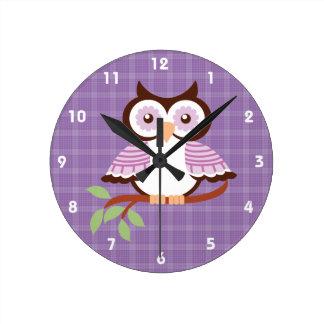 Reloj de pared púrpura del búho
