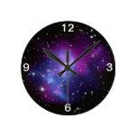 Reloj de pared púrpura del racimo de la galaxia