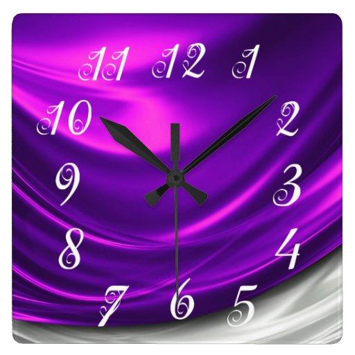Reloj de pared púrpura del satén