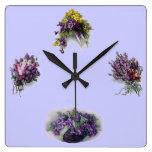Reloj de pared púrpura floral del vintage