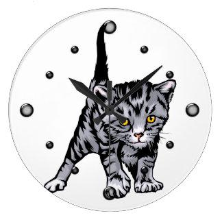 Reloj de pared rayado gris del gatito