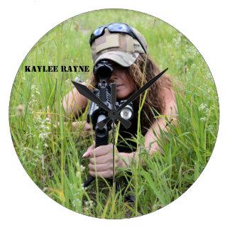 Reloj de pared redondo de Kaylee Rayne- 04