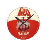 Reloj de pared redondo de la cerveza del barrilete