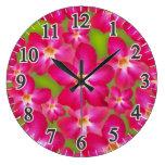 Reloj de pared redondo grande del collage del rosa