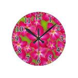 Reloj de pared redondo medio del collage del rosa