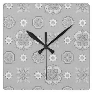 Reloj de pared retro del gris de carbón de leña