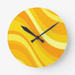 Reloj de pared retro del naranja y del amarillo