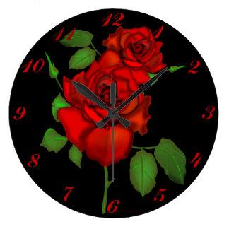 Reloj de pared rojo color de rosa del ejemplo