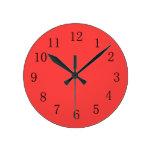 Reloj de pared rojo coralino brillante de la cocin