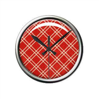 Reloj de pared rojo de la tela escocesa