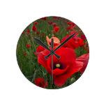 Reloj de pared rojo de las amapolas