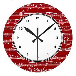 Reloj de pared rojo de las notas musicales con núm