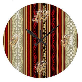 Reloj de pared rojo del damasco y del oro