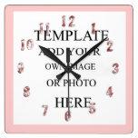 Reloj de pared rosado de la decoración de la foto