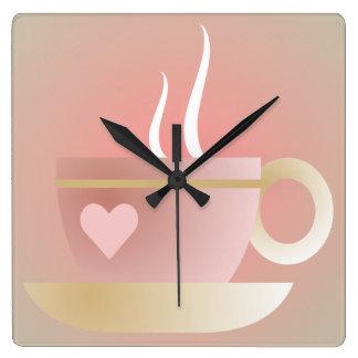 Reloj de pared rosado de la taza de té y del coraz