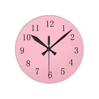 Reloj de pared rosado suave de la cocina