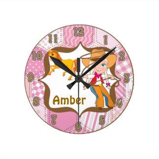 Reloj de pared rubio de la vaquera