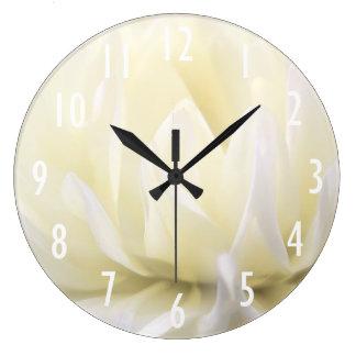 Reloj de pared suave de la flor blanca
