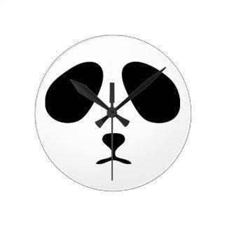 Reloj de pared triste de la cara de la panda