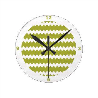Reloj de pared verde de la pera en el zigzag Chevr