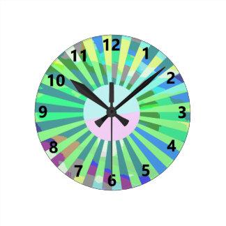 Reloj de pared verde del resplandor solar