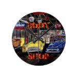 Reloj de pared viejo del coche de Body Shop