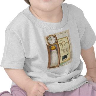 Reloj de pie del gato negro del fantasma de la lin camiseta