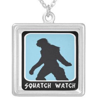 Reloj de Squatch - cazador de Sasquatch Bigfoot Colgante Cuadrado