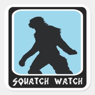 Reloj de Squatch - cazador de Sasquatch Bigfoot Calcomania Cuadrada Personalizada