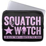 Reloj de Squatch - letras apenadas rosa del Grunge Mangas Portátiles