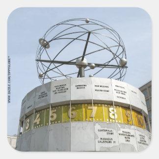 Reloj de Worldtime en Berlín Pegatina Cuadrada
