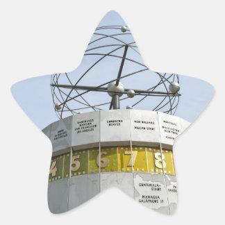 Reloj de Worldtime en Berlín Pegatina En Forma De Estrella