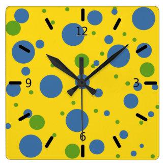 Reloj del amarillo de la diversión, verde y azul m