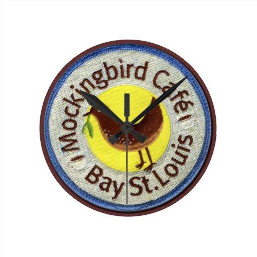 """reloj del café del mockingbird"" reloj redondo mediano"