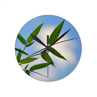 Reloj del cielo de bambú y azul