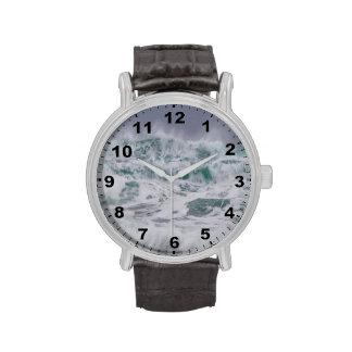 """Reloj del diseño de los """"mares tempestuosos"""""""