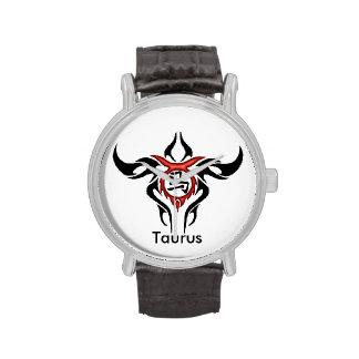 Reloj del diseño del tauro
