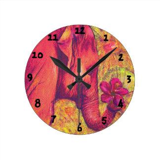 reloj del elefante rosado