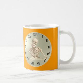 Reloj del esqueleto de 13 horas taza