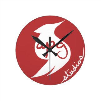 Reloj del logotipo de los estudios de APG
