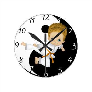 Reloj del muchacho del karate