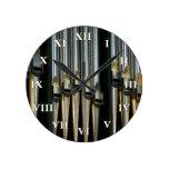 Reloj del órgano con los números romanos
