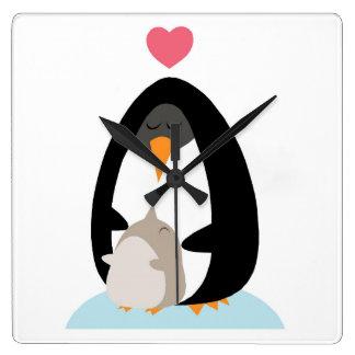 Reloj del pingüino de la madre y del bebé