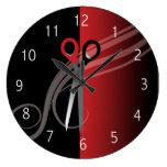 Reloj del salón de pelo rojo y negro