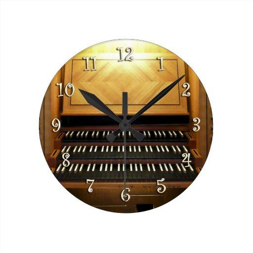 reloj del Tres-teclado para los organistas