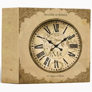 Reloj del vintage en la 1ra carpeta del