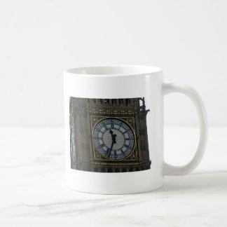 Reloj detallado Londres de Big Ben del enfoque Tazas
