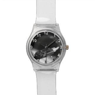 Reloj: Disco de vinilo en una placa giratoria. Reloj