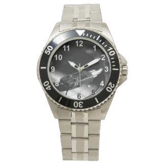 Reloj: Disco de vinilo en una placa giratoria. Reloj De Mano